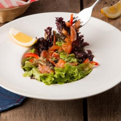 Салат с семгой и кальмаром