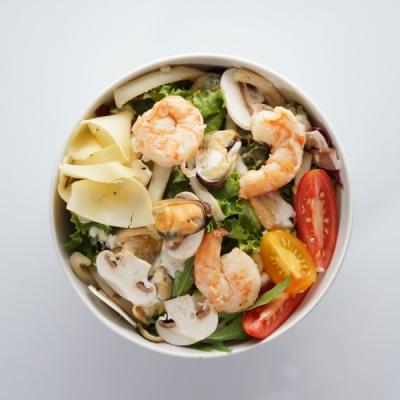 Теплый сливочный салат с морепродуктами