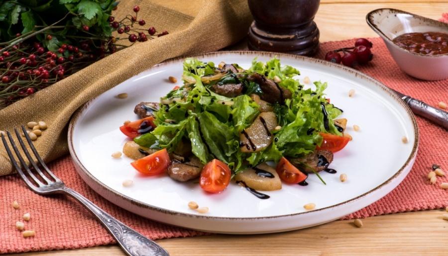 Теплый салат из утиного филе