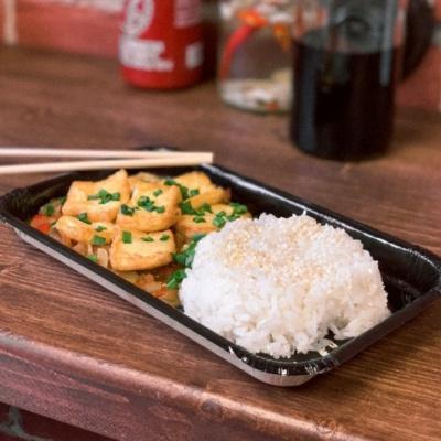 Тофу жаренный с пряным соусом