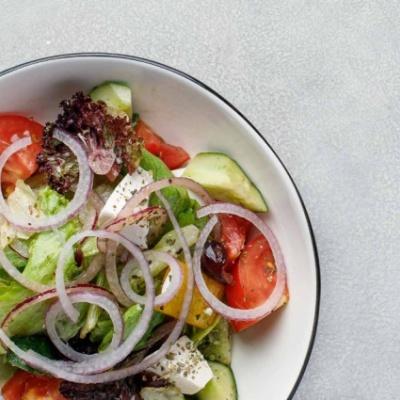 Адриатический салат с овощами и сыром Фета