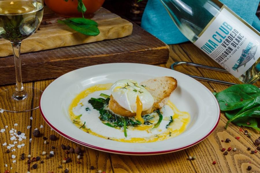 Соте из шпината с голладским соусом