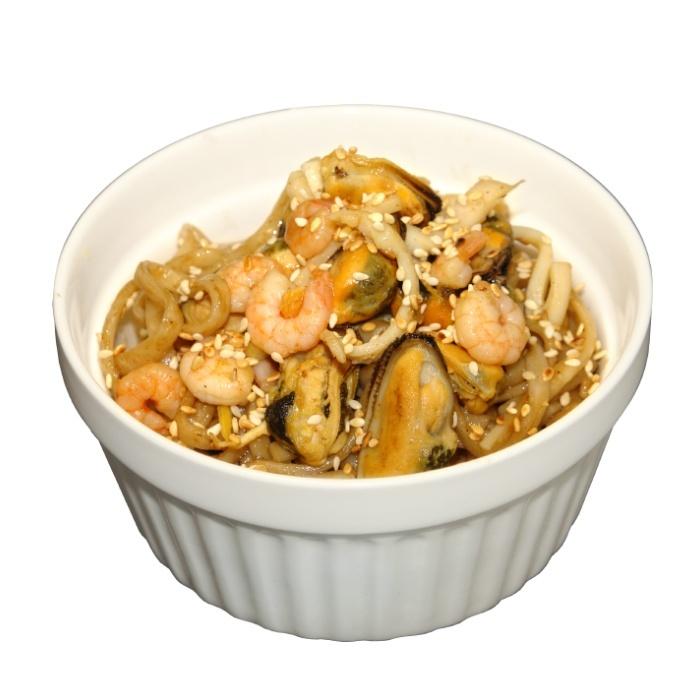 Wok с морепродуктами и соусом
