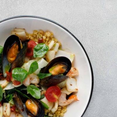 Салат с морепродуктами и булгуром