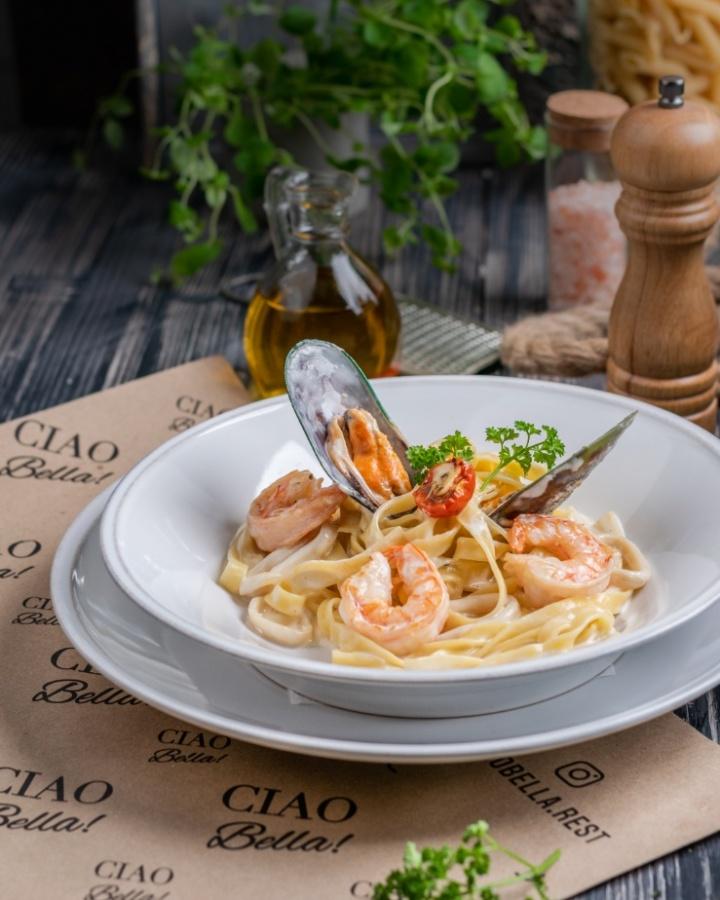 Тальятелли с морепродуктами в сливочном соусе