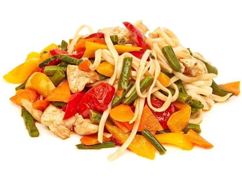 Wok с овощами и соусом