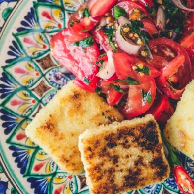 Жареный сулугуни с томатами