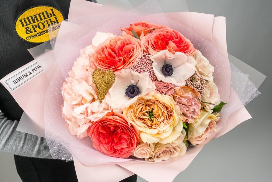 Шипы и розы на ул. Кубанская Набережная