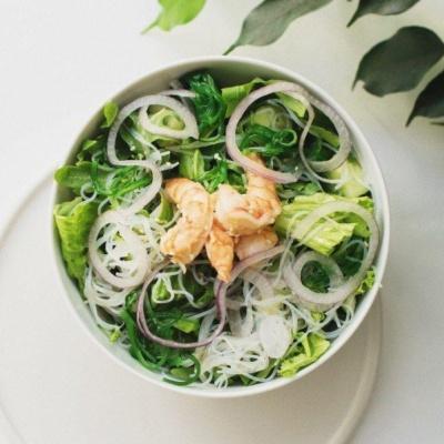 Салат с чукой и креветками