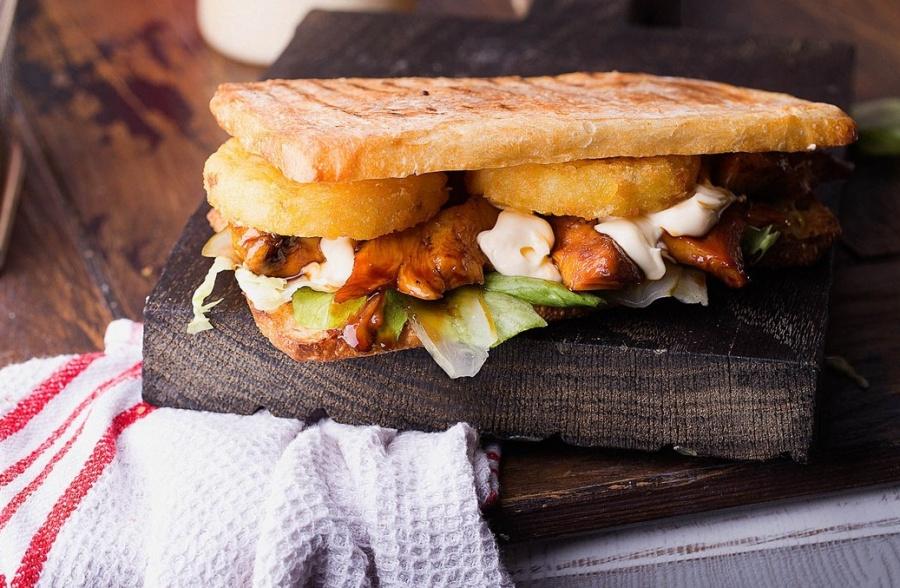 Сэндвич с курицей терияки