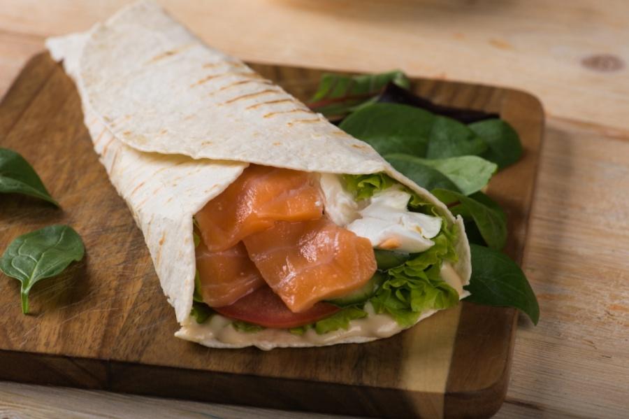 Твистер с лососем и мягким сыром