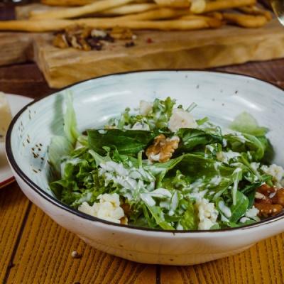 Салат с голубым сыром